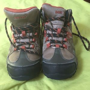 Big kid's Hi-TEC waterproof hiking boots, clean!